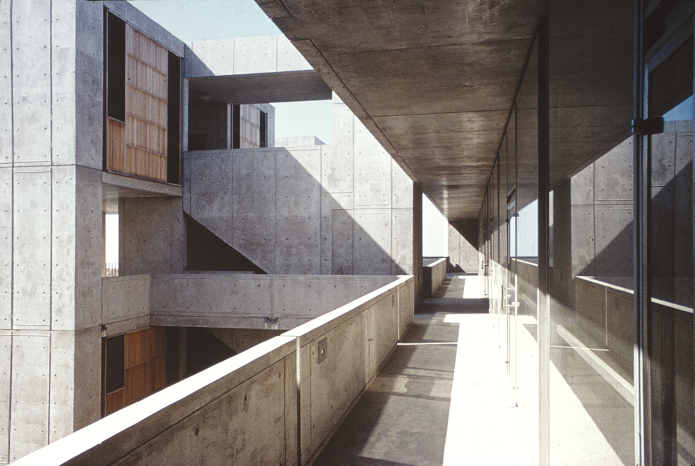 Kahn begins six-year construction on Jonas Salk Institute in La Jolla, CA.
